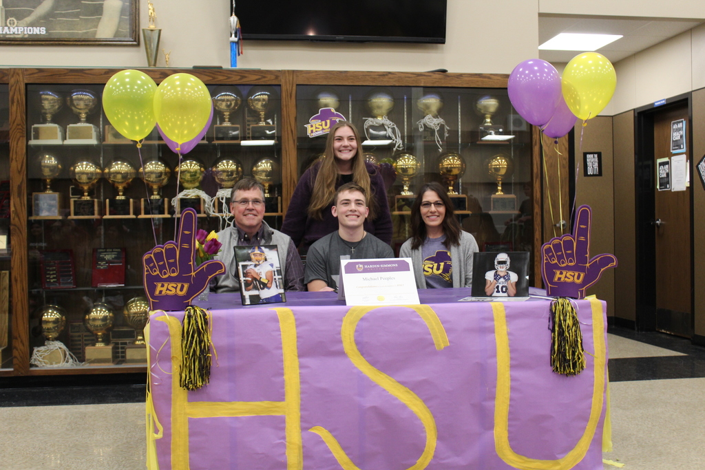 Student signs with HSU to play football